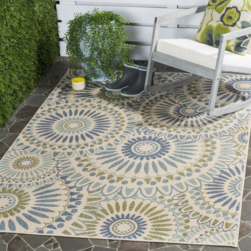 Safavieh Caroline Indoor/Outdoor Rug in Green & Reviews | Wayfair
