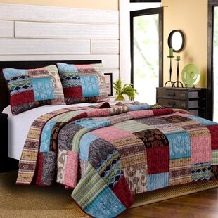 Beautiful Tovin Reversible Quilt Set