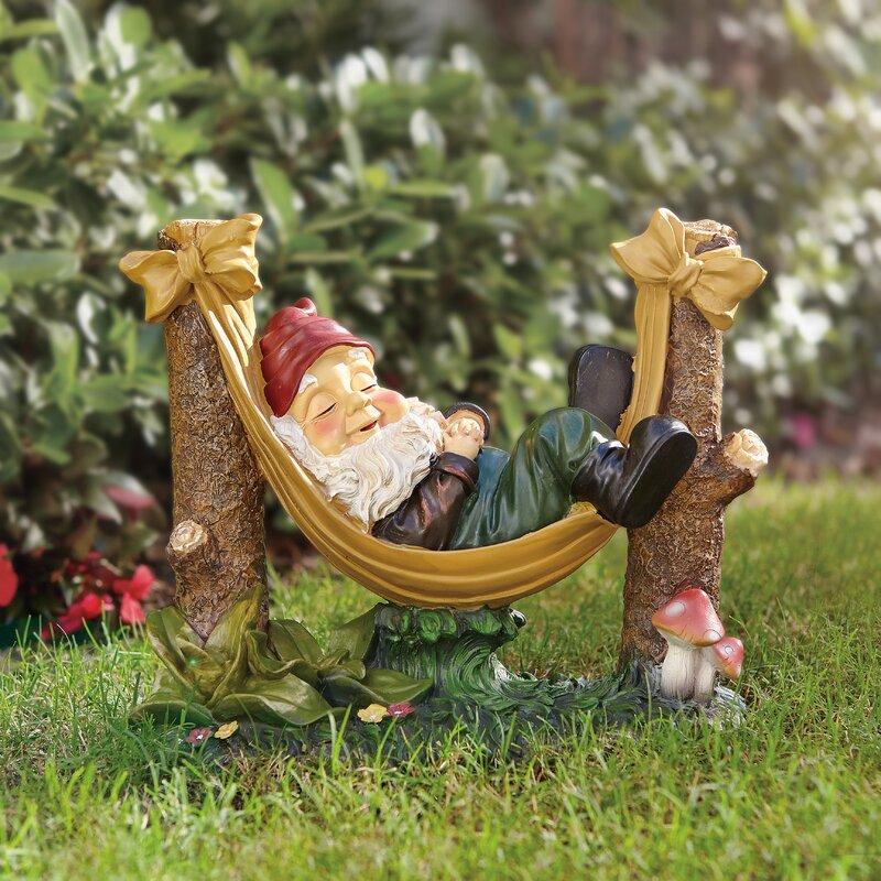 Attirant Rocky Garden Gnome Statue