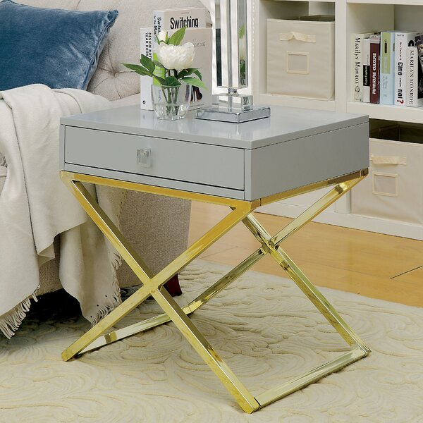 Aguila Contemporary End Table by Everly Quinn