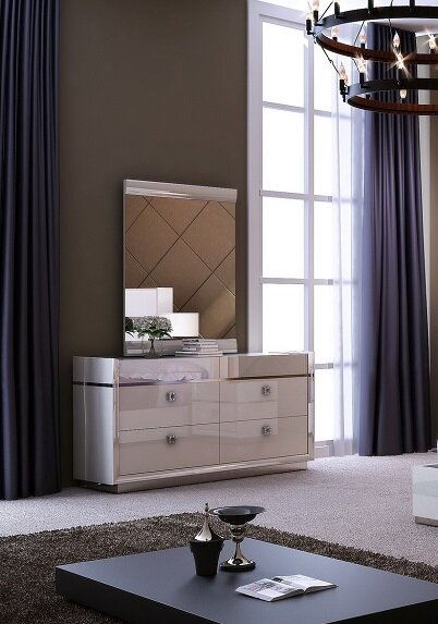 Whicker 4 Drawer Dresser with Mirror by Everly Quinn