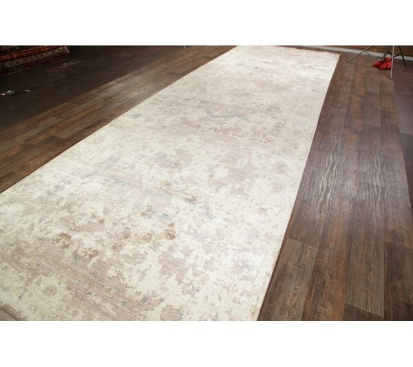 One-of-a-Kind Alexia Heriz Oriental Hand-Knotted Silk Beige/Ivory Alexiaor/ Area Rug by Astoria Grand