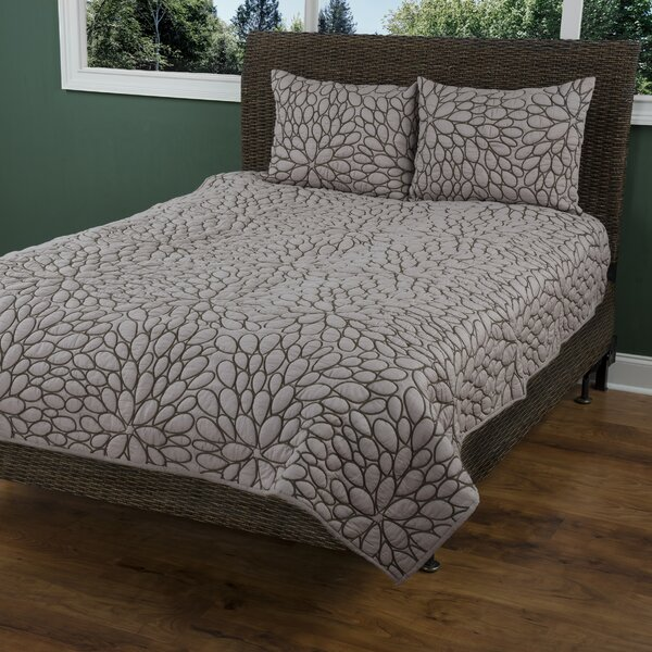 Damisie  Quilt by Wildon Home ®