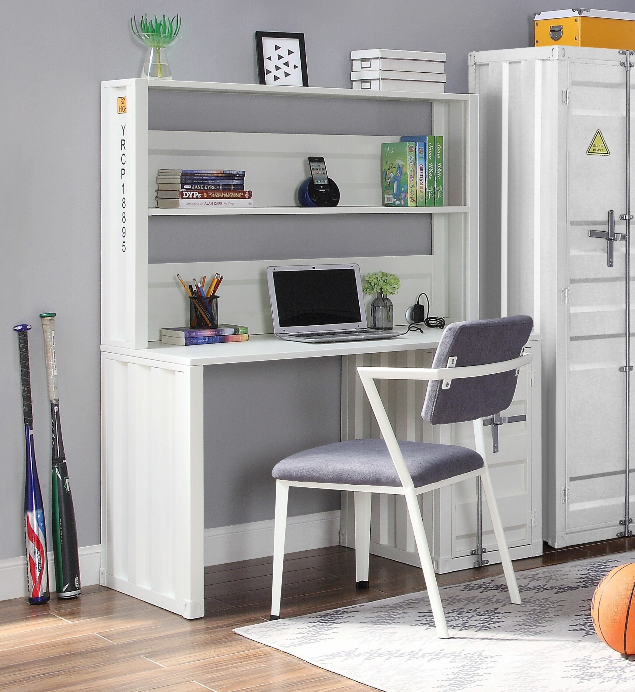 Kaylyn Desk with Hutch