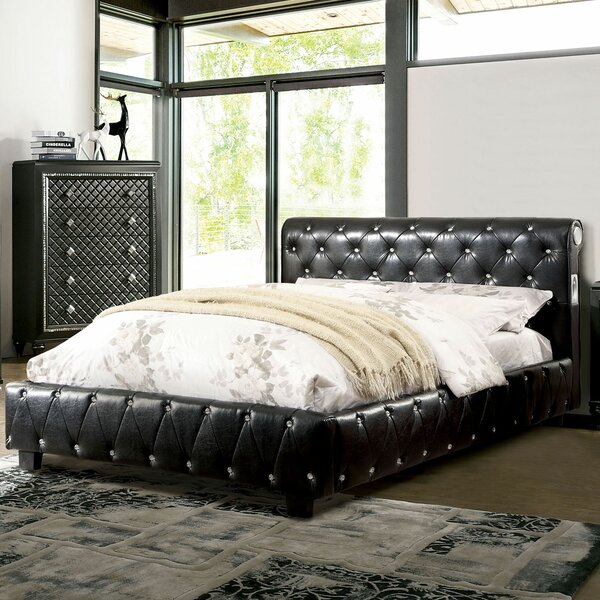 Upholstered Standard Bed by A&J Homes Studio A&J Homes Studio