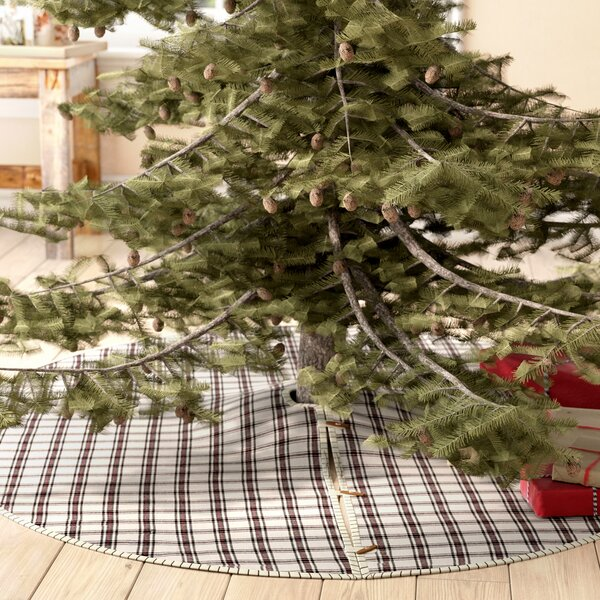 Ball Ground Tree Skirt by August Grove