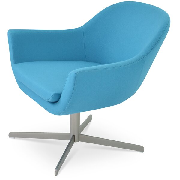 Tiyrene Lounge Chair by Comm Office