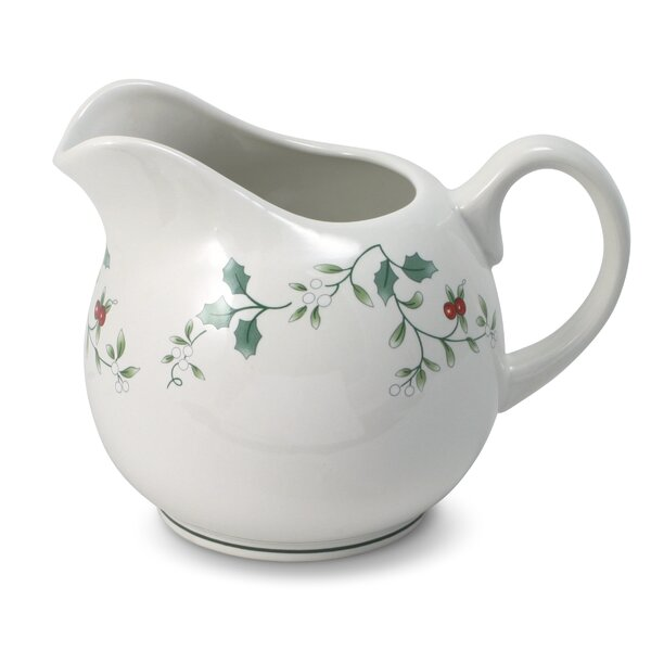 Winterberry 24 oz. Gravy Boat by Pfaltzgraff