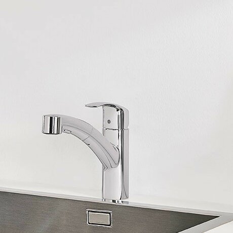 Eurosmart Single Handle Pull Out Standard Kitchen Faucet with Dual Spray and SilkMove® by Grohe