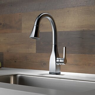 Mateo Pull Down Touchless Single Handle Kitchen Faucet with and MagnaTite® Docking and Touch2O® Technology by Delta