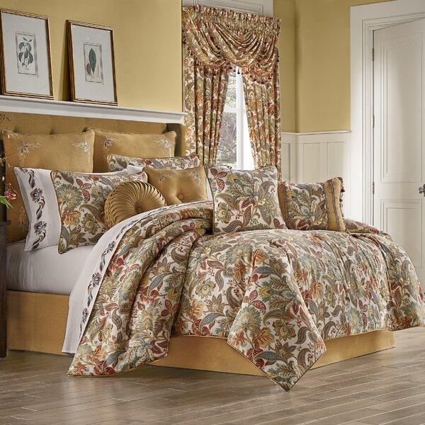 Boyes Comforter Set
