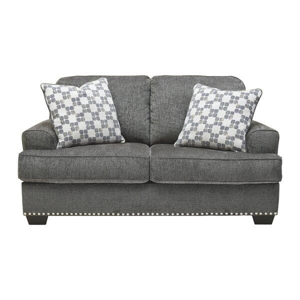 Review Dermott Sofa