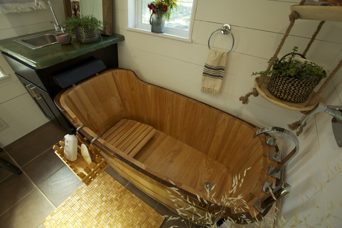 This High End Bathtub Made Of Wood Can Make Your Bathroom Eye Catching If You Have A Log Cabin Or Winter Home Is The Perfect Addition To