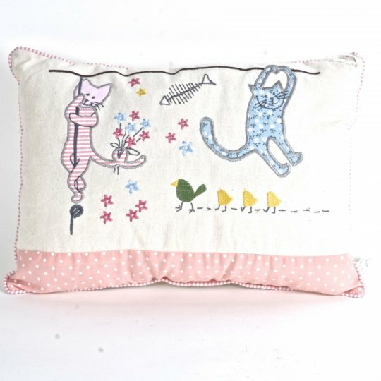 Holguin Cats Throw Pillow by Zoomie Kids