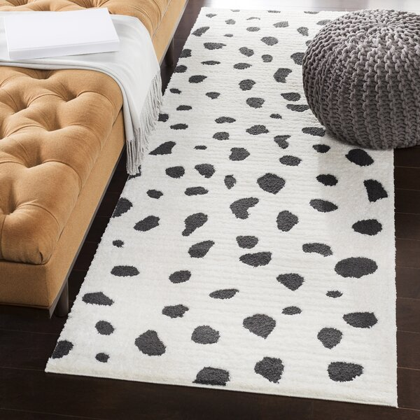 Aghanliss Bohemian Black/White Area Rug by Ivy Bronx