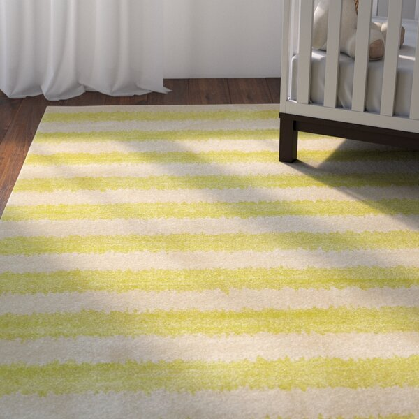 Travis Traditional Green/Beige Area Rug by Viv + Rae