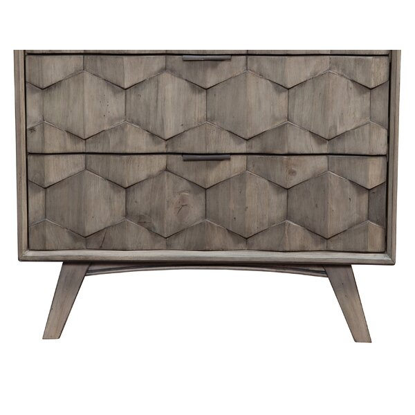 Droitwich 3 Drawer Chest by Ivy Bronx