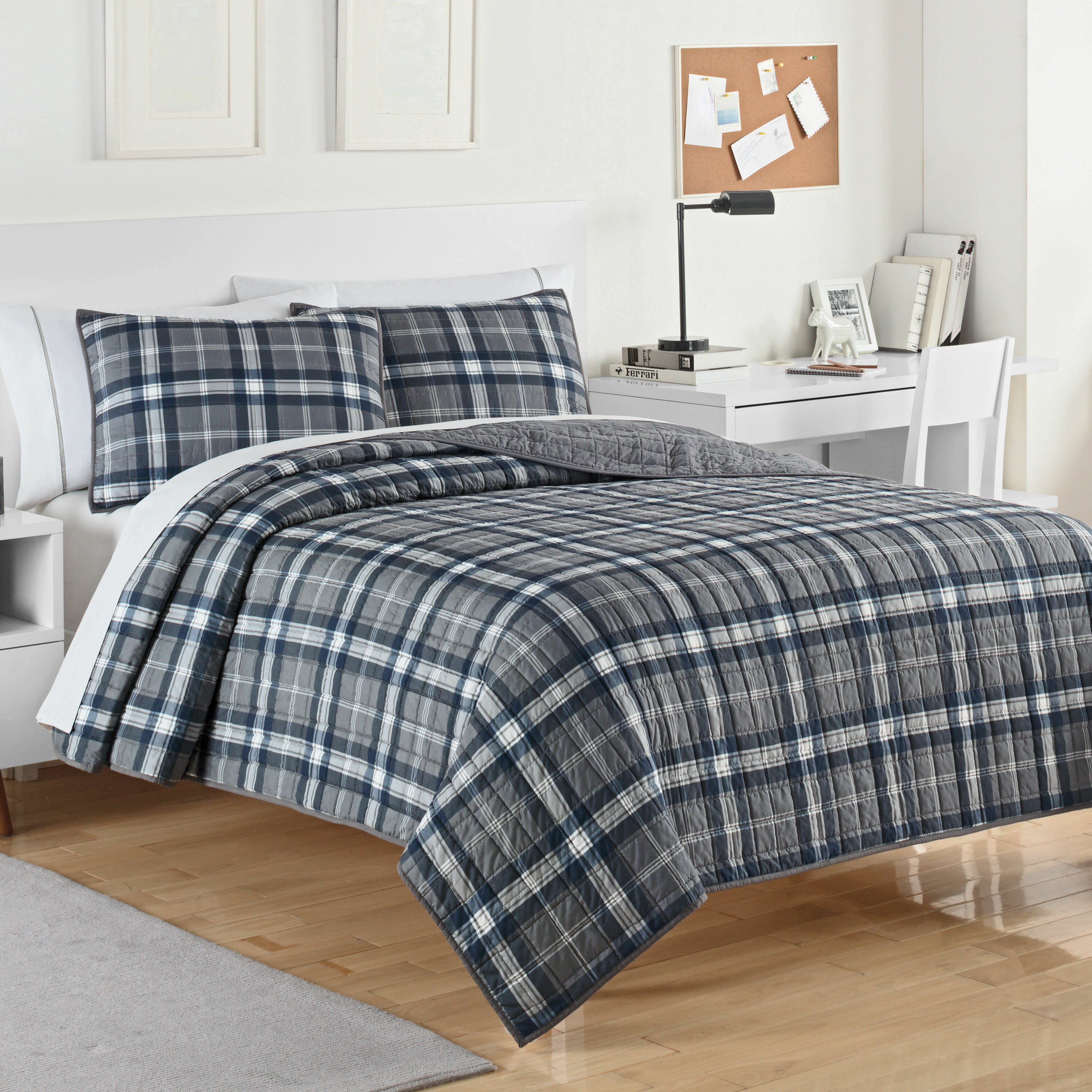 BEAUTIFUL CLASSIC BLUE RED NAVY WHITE STRIPE CABIN PLAID REVERSIBLE QUILT SET