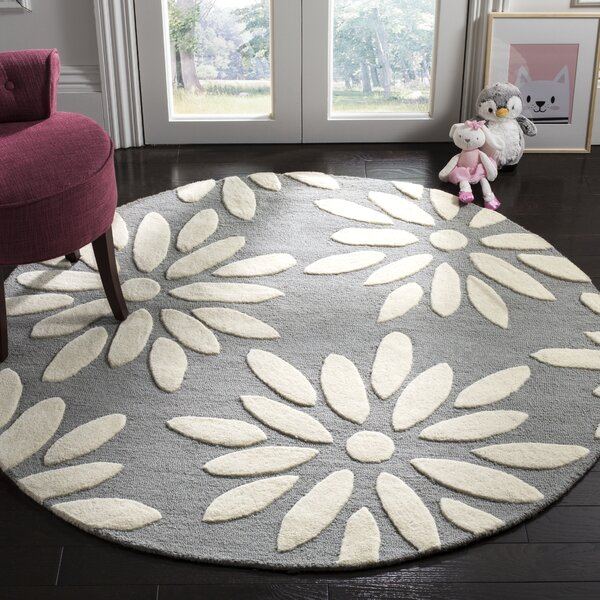 Claro Daisy Hand-Tufted Gray/Ivory Area Rug by Harriet Bee