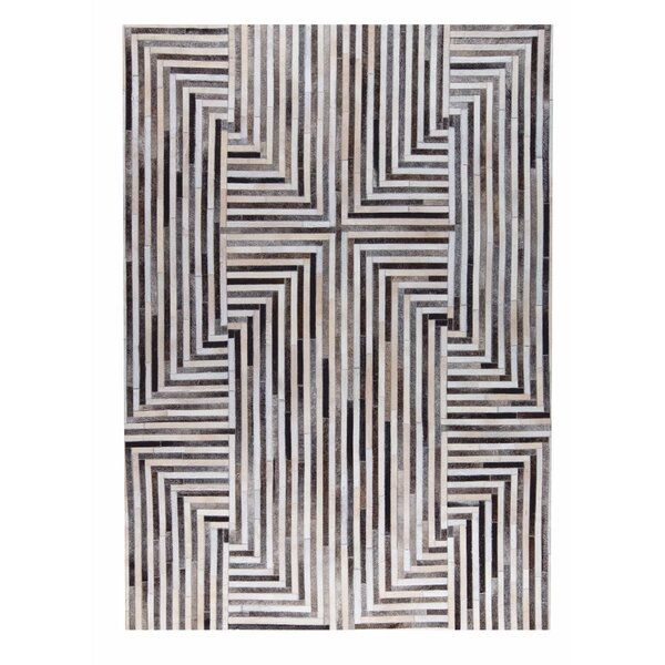 Draco Handmade Gray/White Area Rug by M.A. Trading