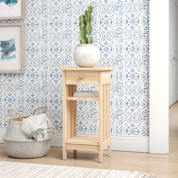 Review Lynn End Table