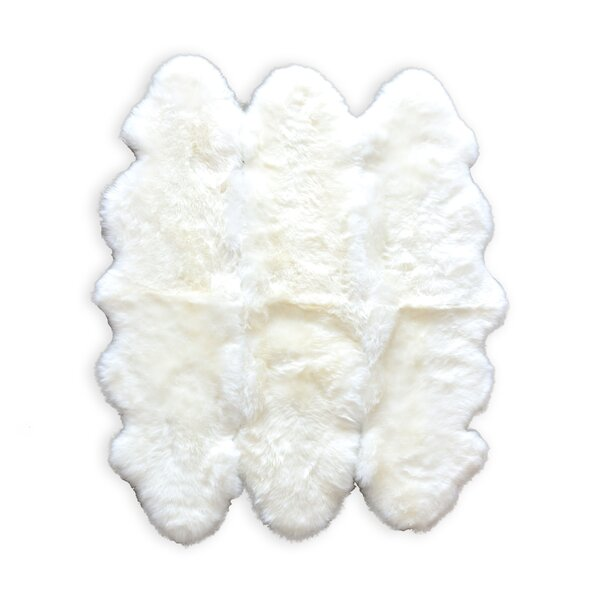 Rolande Hand-Woven Sheepskin White Area Rug by Everly Quinn