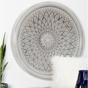 Traditional Round Floral Wall Décor