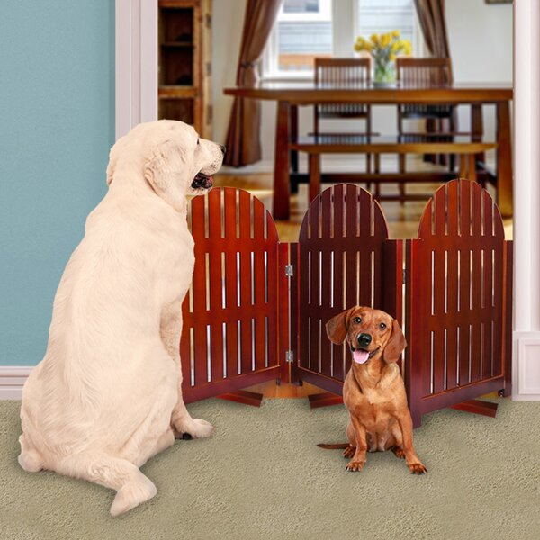 Brianne Freestanding Pet Gate with Swivel Feet by Archie & Oscar