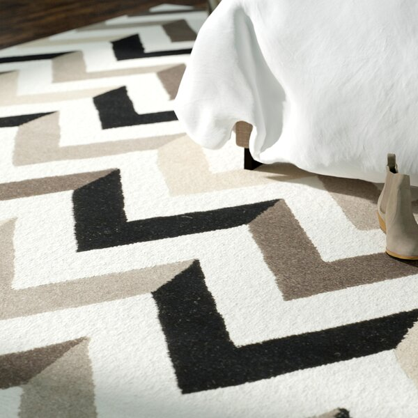 Obrian Hand-Tufted Ivory/Black Area Rug by Wrought Studio
