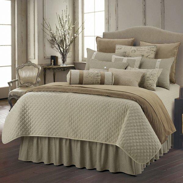 Dyann Comforter Set