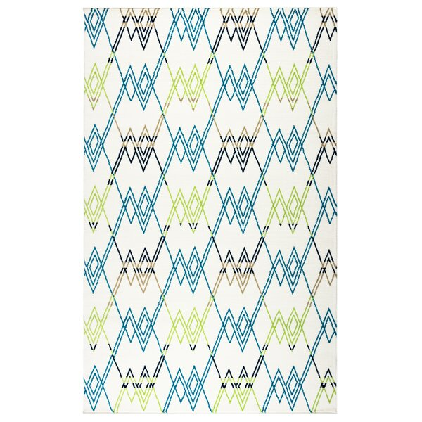 Melva Geometric Indoor/Outdoor Area Rug by Ebern Designs
