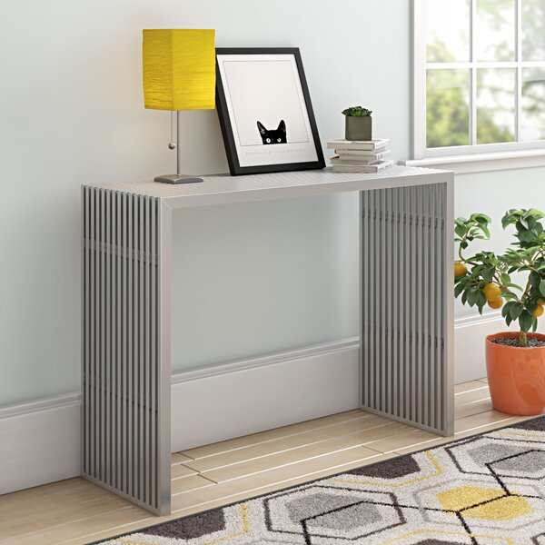 Review Uecker Console Table