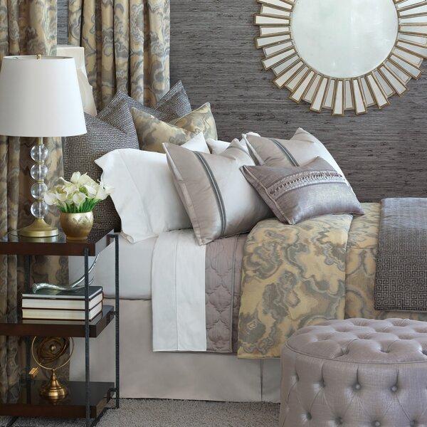 Amal Comforter Set