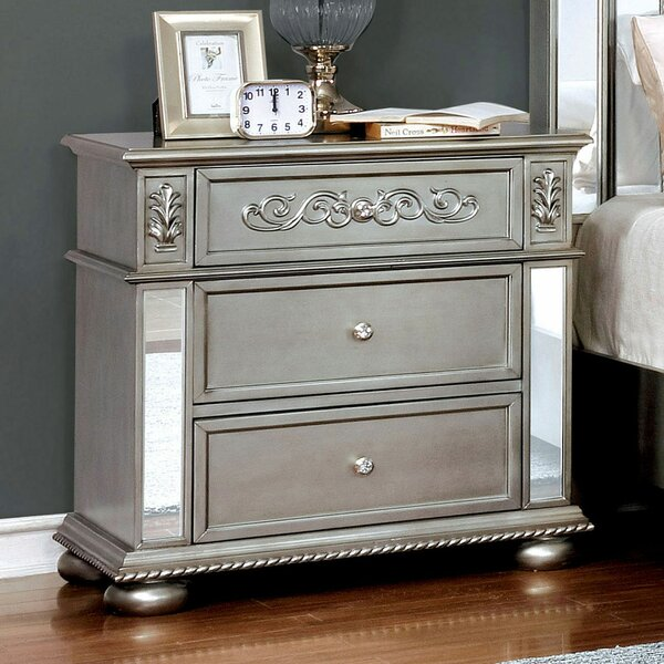 Gwendolyn 3 Drawer Nightstand by Rosdorf Park