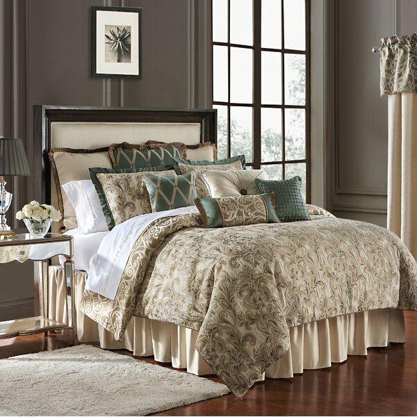 Anora Reversible Comforter Set