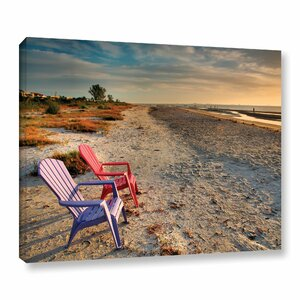 Sitting Pretty by Steve Ainsworth Photographic Print on Wrapped Canvas by ArtWall