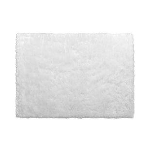 Best Deals Aveneil Faux Fur True White Area Rug ByWilla Arlo Interiors