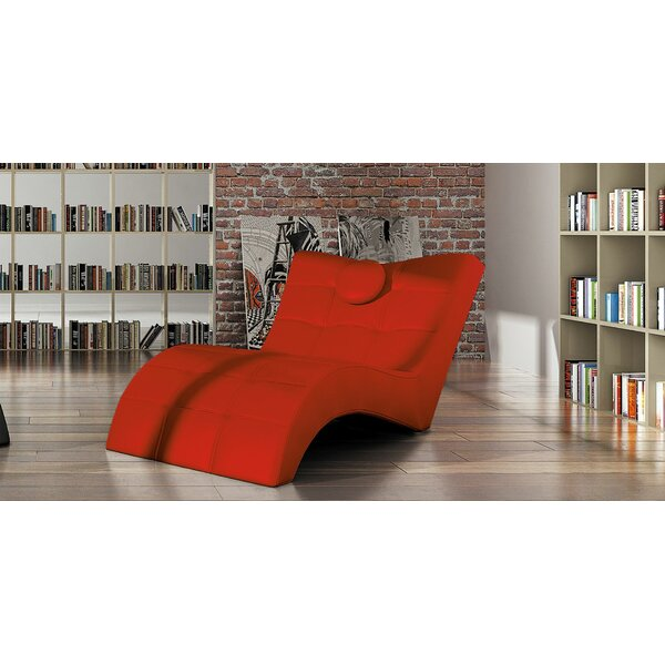 Review Dariell Chaise Lounge