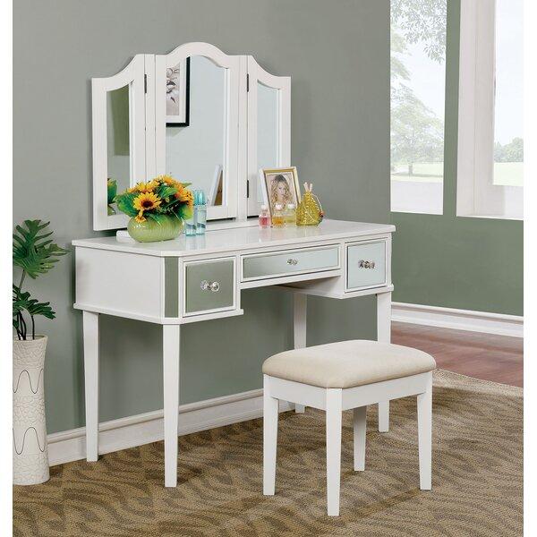 Flatt Vanity Set with Mirror by Everly Quinn
