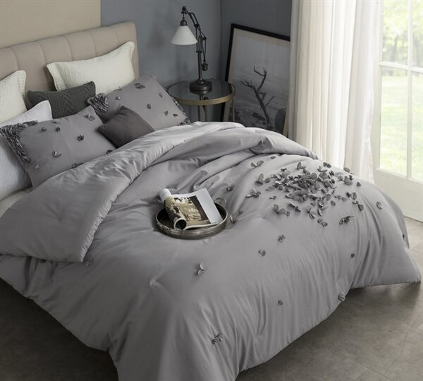 Northtrop Petals Handsewn Duvet Cover by House of Hampton