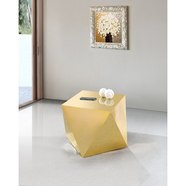 Manor End Table by Everly Quinn Everly Quinn