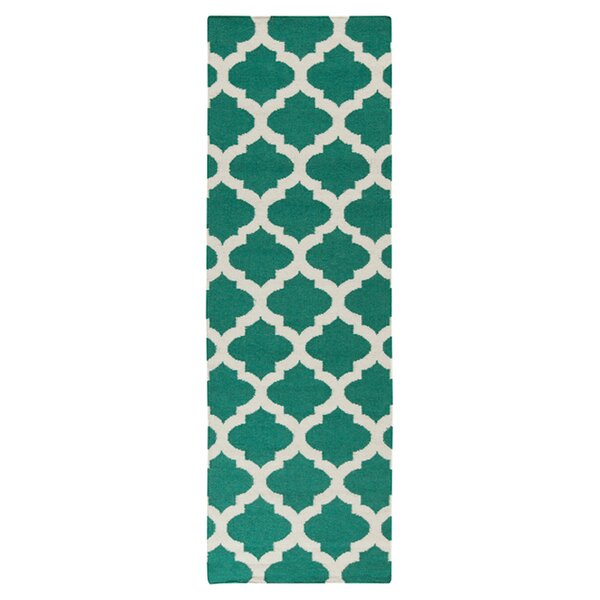 Hackbarth Hand-Woven Green/ White Area Rug by Zoomie Kids