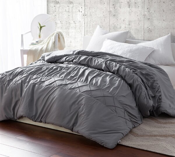 Behrends Criss Cross Waves Handcrafted Comforter by Ivy Bronx