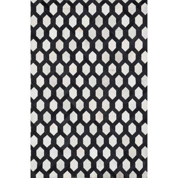 Murtaz Ivory & Black Area Rug by Latitude Run