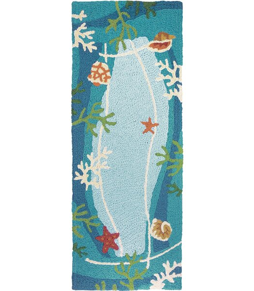 Carlino Underwater Coral and Starfish Hand-Hooked Blue Indoor/Outdoor Area Rug by Highland Dunes
