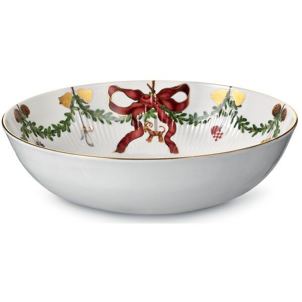 Star Fluted Christmas 104 oz. Salad Bowl by Royal