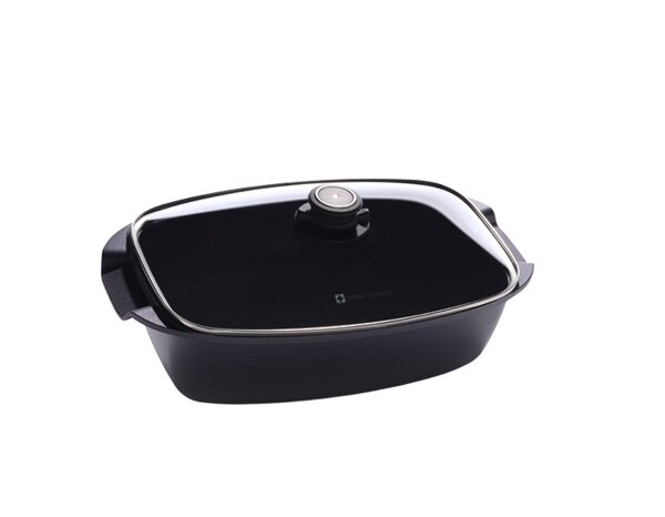 13 Roasting Pan with Lid by Swiss Diamond