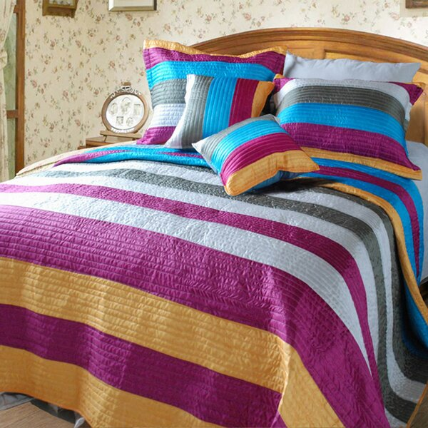 Suburban Stripes Quilt Set by DaDa Bedding