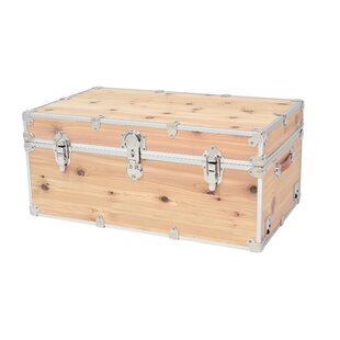 Superbe Lucasville Domestic Heirloom Knotty Cedar Storage Trunk