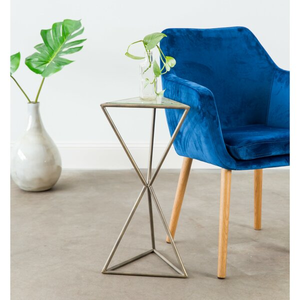 Luro Pyramid End Table by Ivy Bronx